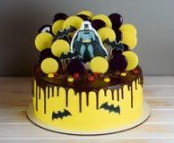Een knappe cake met de held Batman stock afbeelding