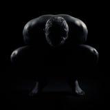 Een knielende mens Stock Foto's