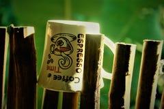 een koffiekop in een bamboestok royalty-vrije stock foto