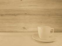Een koffiekop met muur Stock Foto