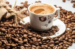Een koffiekop van Turkse koffie met schuim stock afbeelding