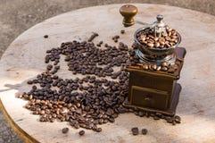 Een koffiemolen met natuurlijk licht Stock Foto