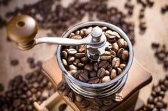 Een koffiemolen met natuurlijk licht Stock Afbeelding