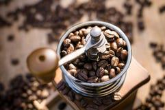 Een koffiemolen met natuurlijk licht Stock Foto's