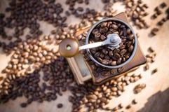 Een koffiemolen met natuurlijk licht Royalty-vrije Stock Afbeeldingen