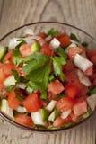 Een kom met eigengemaakte salsa Stock Foto