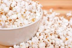 Een kom popcorn royalty-vrije stock foto's