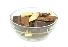 Een kom van chocoladebrokken Stock Foto's
