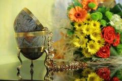 Een koord van parels en boeket van bloemen Royalty-vrije Stock Foto
