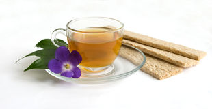 Een kop groene thee en kleine broden Stock Afbeelding