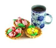 Een kop met een zoet dessert Geïsoleerde Royalty-vrije Stock Foto's