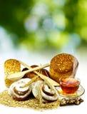 Een kop thee en vele heerlijke koekjes Stock Foto