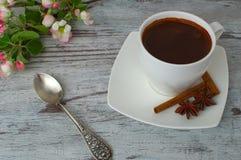 Een kop van geurige ochtendkoffie Stock Fotografie