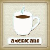 Een kop van hete americano in het oude karton. Stock Fotografie