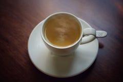 Een kop van hete thee met rook royalty-vrije stock fotografie