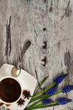 Een kop van koffie en een geurige kaneel Royalty-vrije Stock Foto's