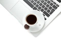 Een kop van koffie en laptop Royalty-vrije Stock Afbeeldingen