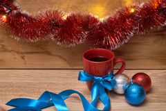 Een kop van koffie in het Nieuwjaar decorationsv Royalty-vrije Stock Fotografie