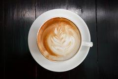 Een kop van koffie latte, Hoogste mening royalty-vrije stock foto's