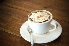 Een kop van koffie met bloempatroon Royalty-vrije Stock Fotografie