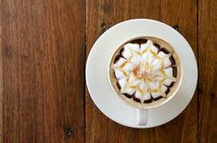 Een kop van koffie met bloempatroon Royalty-vrije Stock Afbeeldingen