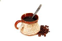 Een kop van koffie met koffiebonen Stock Afbeelding