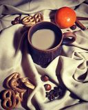 Een kop van koffie met melk royalty-vrije stock foto