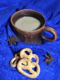 Een kop van koffie met melk royalty-vrije stock afbeelding
