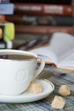 Een kop van koffie met suiker Royalty-vrije Stock Afbeeldingen