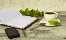Een kop van koffie voor een zakenman Stock Foto