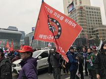 Een Koreaanse Marine met zijn Vlag Royalty-vrije Stock Foto