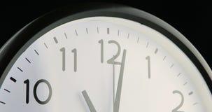 Een korte tijdtijdspanne van een wijzerplaat stock videobeelden