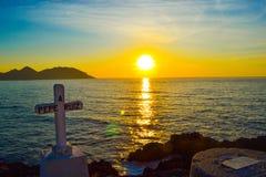 Een kruis gewijd aan de dood van zeeman Pepe Ruiz in Punta Roba Stock Afbeelding