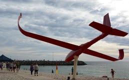 Een kunstwerk van het Beeldhouwwerk door de overzeese jaarlijkse tentoonstelling Het Strand van Cottesloe perth Westelijk Austral royalty-vrije stock fotografie