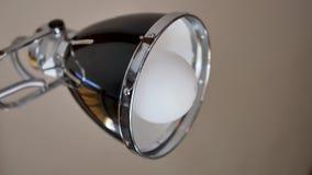 Een lampbol stock video