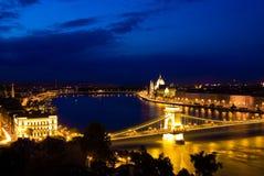Een landschap van Boedapest in de nacht Stock Afbeelding