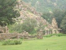 Een landschapstuin en tempelheuvels en vallei Stock Foto