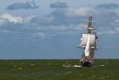 Een lang schip op een stormachtige dag Royalty-vrije Stock Fotografie