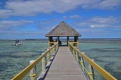 Een lange pier langs de Zuidelijke Kust van Viti Levu, Fiji rond Vreedzame Haven stock fotografie