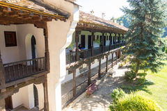 Een lange reeks kloostercellen in het Troyan-Klooster in Bulgarije Royalty-vrije Stock Fotografie