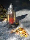 Een lantaarn op de begraafplaats Royalty-vrije Stock Foto