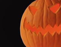 Een lantaarn van Halloween hefboom-o tegen Zwarte Royalty-vrije Stock Foto