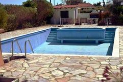 Een leeg zwembad Stock Afbeelding