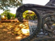 Een lege bank in het park Stock Fotografie