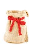 Een lege linnenzak verbonden door een rood lint Stock Foto's