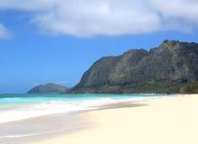 Een lege strandscène in Hawaï Stock Afbeeldingen