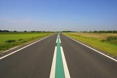 Een lege weg in Nederland stock foto's