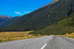 Een lege weg van Nieuw Zeeland stock afbeeldingen