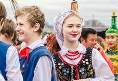 Een leuk meisje het lid van het Poolse volksdansensemble GAIK Royalty-vrije Stock Afbeeldingen