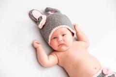 Een leuke pasgeboren kleine slaap van het babymeisje Royalty-vrije Stock Fotografie